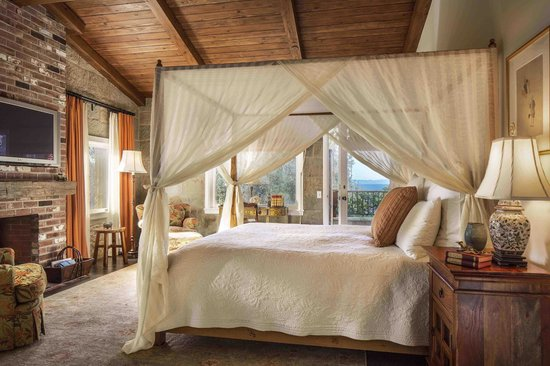 San Ysidro Ranch, a Ty Warner Property: Kennedy Cottage Bedroom with Ocean View