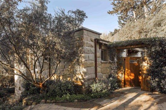 San Ysidro Ranch, a Ty Warner Property: Kennedy Cottage Entry