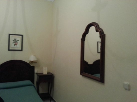 Hotel Abril: Double room without window