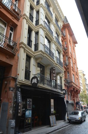 Suiteness Taksim Hotel : View from the street