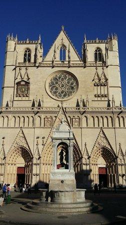 Les Demeures de Morphee: St Jean Cathedral