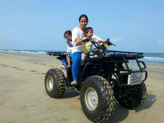 Avisa Nila Beach Resort: enjoy the facilities at the beach