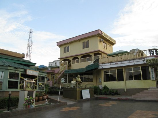 Ashanti Gold Hotel: Hotel front and Reception
