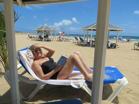 Marriott's St. Kitts Beach Club : Enjoying the beach huts and uncrowded beach