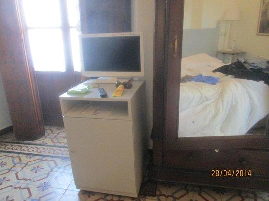 Hotel Amadeus: fridge in room