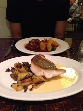 Baguette Bistrot+Bar: delicious dory fish of day with artichoke potatoes