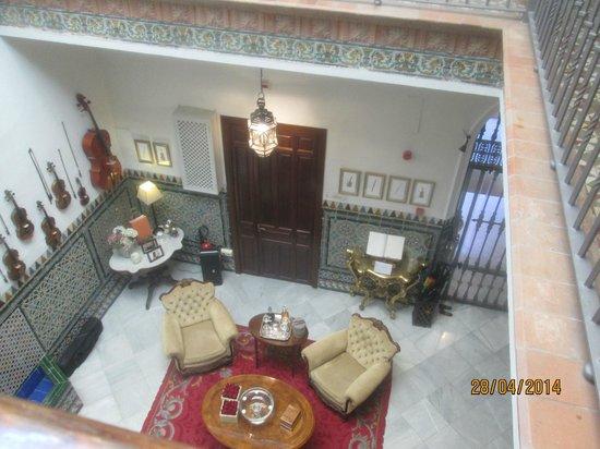 Hotel Amadeus: Downstairs nice seating area
