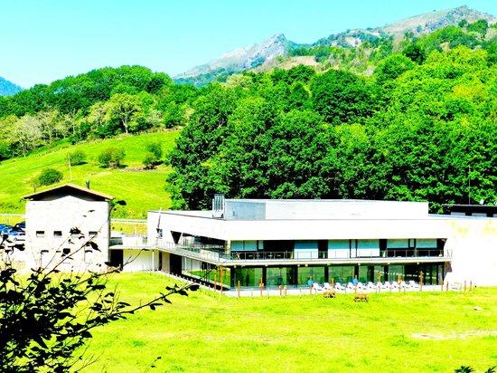 Balneario de Elgorriaga : El hotel visto desde la carretera