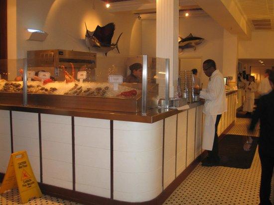 Vitrine met verse vis picture of city fish market boca for Fish market boca