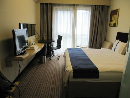 Holiday Inn Express Putuo Shanghai: Compact room