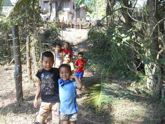 Nam Ou Riverside Hotel & Resort: Kids from the Whiskey Village