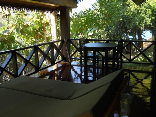 Nam Ou Riverside Hotel & Resort : Suite Terrace