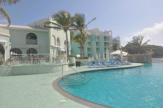 Oyster Bay Beach Resort: pool and pool deck