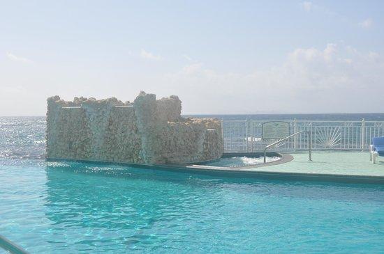 Oyster Bay Beach Resort: pool/hot tub
