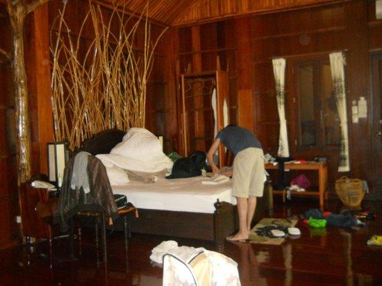 Nam Ou Riverside Hotel & Resort : The bedroom