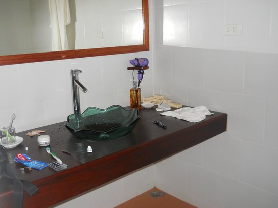 Nam Ou Riverside Hotel & Resort : Bathroom Area