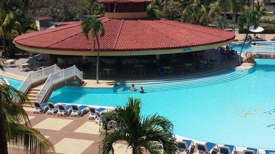 Be Live Experience Varadero: Bar de la piscine 24h sur 24