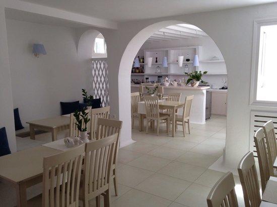 Hotel Carbonaki : Breakfast and bar area