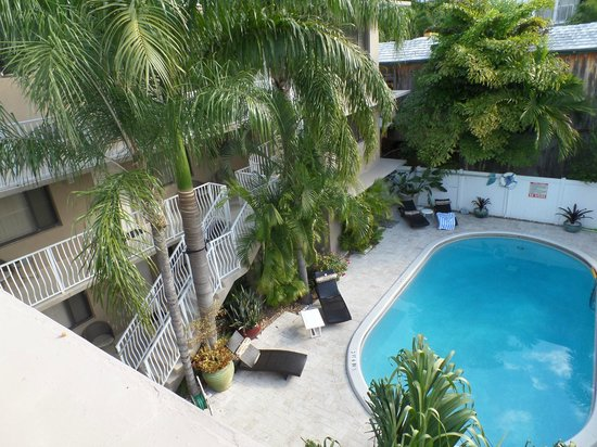 Granada Inn: Pool view