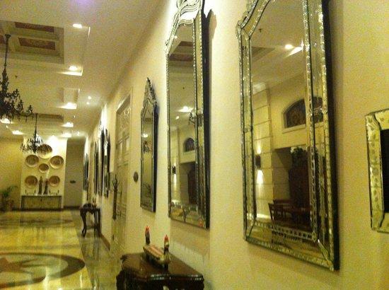 The Phoenix Hotel Yogyakarta - MGallery Collection: Mirrors