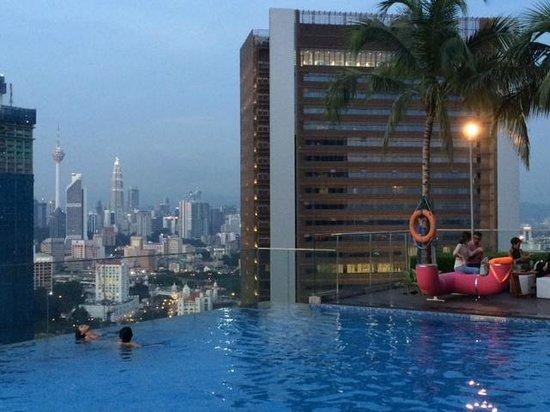 Aloft Kuala Lumpur Sentral: Rooftop pool