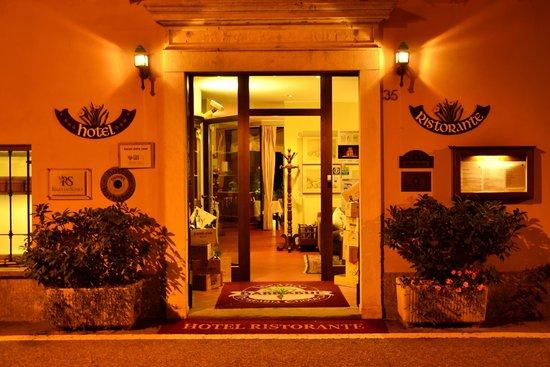 Hotel Ristorante Barbabuc: Ingresso