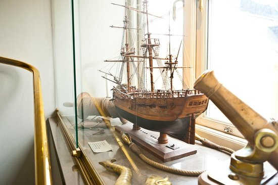Victory Hotel: Model of James Cook's Endevour built around 1840