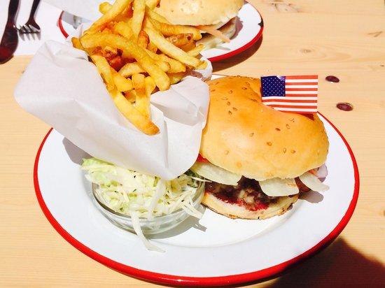 The Hamburger Foundation : Bacon cheeseburger - delicious