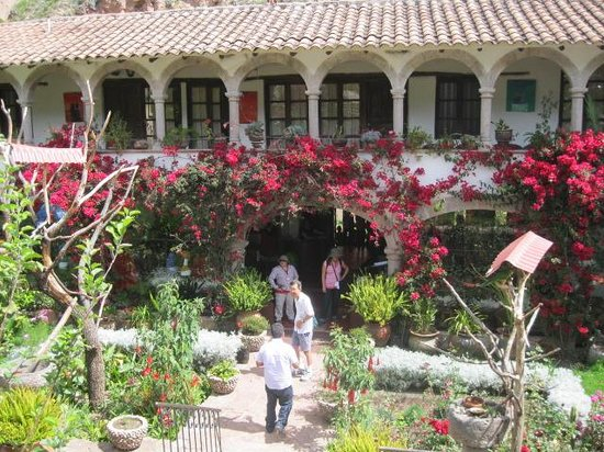 Tunupa Valle Sagrado: Tunupa front courtyard entrance