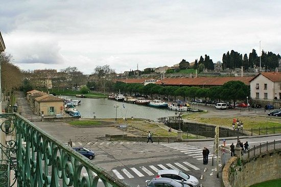 Hotel Bristol : View from room's balcony (yes, Canal du Midi)