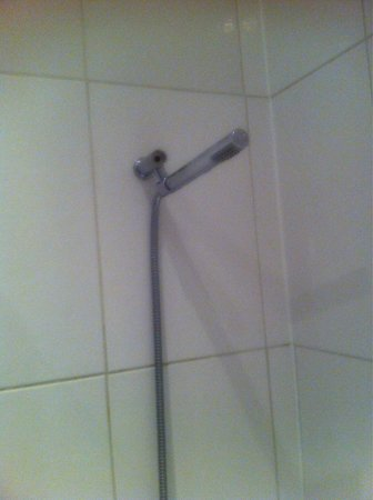 The Mount Hotel: 'Executive room' shower!