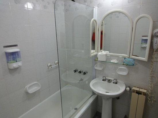 Hotel Cap Polonio: Baño.