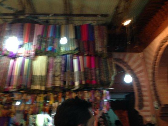 Médina de Marrakech : Souk - barraca de lenços