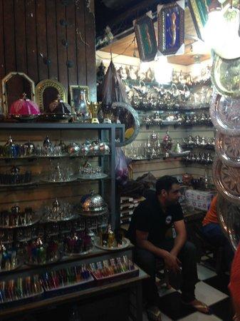 Médina de Marrakech : Souk - barraca de prataria