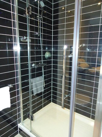 Holiday Inn Express Arnhem: Shower