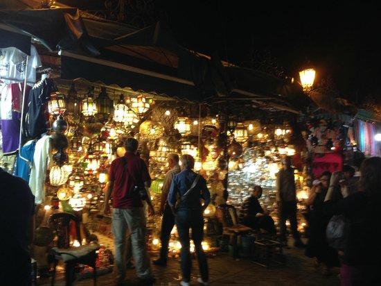 Médina de Marrakech : Souk a noite - barraca de luminárias