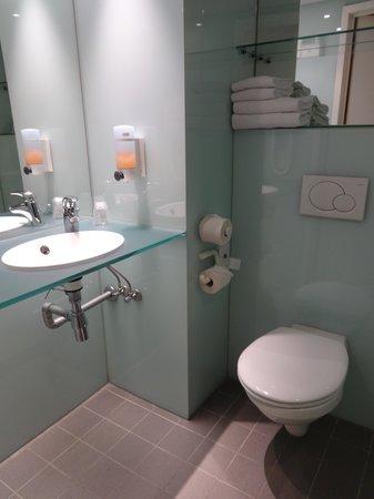 Hotel N°43 Styles Antwerpen City Center : ванная