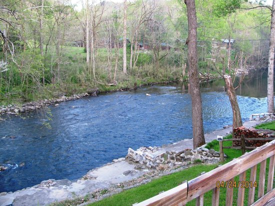Riverstone Lodge: view of the river from the deck