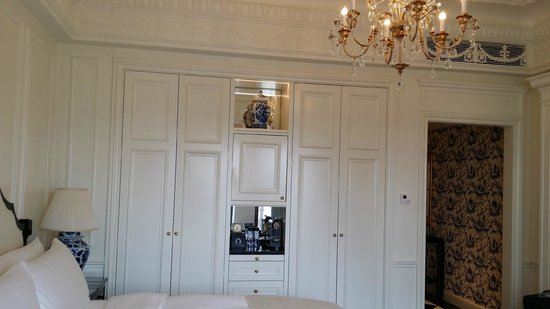 The Ritz-Carlton, Tianjin: cabinet