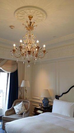 The Ritz-Carlton, Tianjin: ceiling light