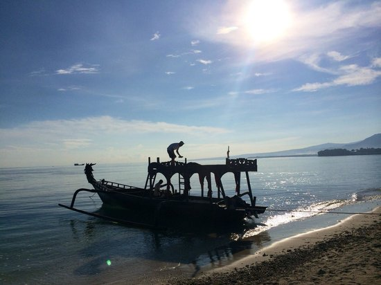 Hotel Tugu Lombok : Back from a sunrise picnic on the dragon boat!