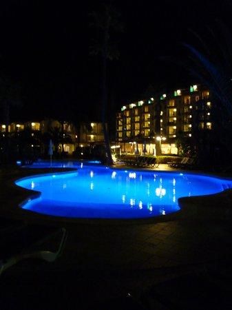 Viva Tropic : Pool at night