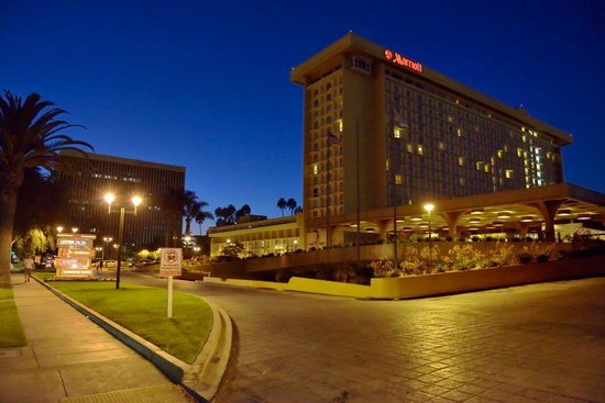 Los Angeles Airport Marriott: Hotel am Abend