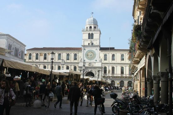Diamantino Town House: Market on the Piazza