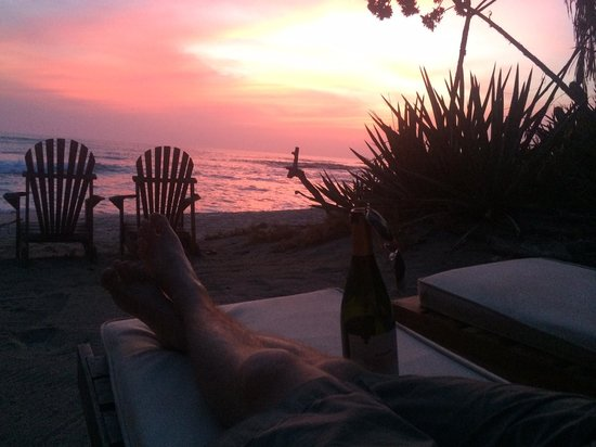 Sueno del Mar Beachfront Bed & Breakfast: sunset