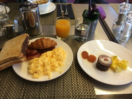 Hotel Edouard 7: Type of food you can get at their breakfast buffet