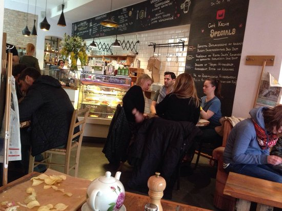 KRONE, kitchen & coffee: Great place to escape the cold :)