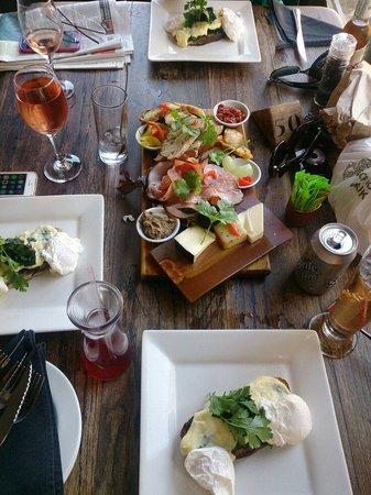 INFOOD Deli/Restuarant: Welsh rarebit and a ploughmans platter amazing!!!!