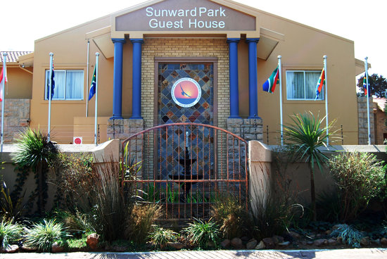 Sunwardpark Guesthouse: Front View of Guest House