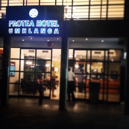 "Protea Hotel Durban Umhlanga : ""Street"" entrance to the hotel"